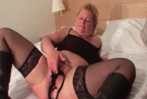 Big mature mama sucks dick and swallows cum