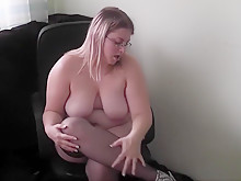 German BBW plays with nylons and heels